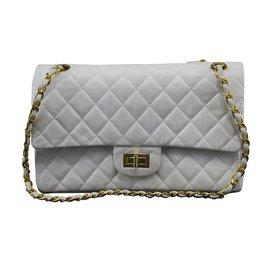 Chanel-2.55-Blanc