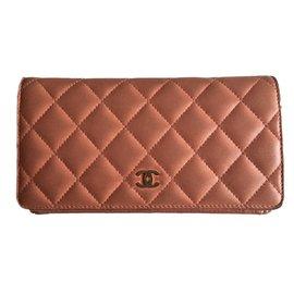 Chanel-Portefeuille en cuir corail-corail