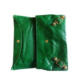 Balenciaga-Pochette-Vert