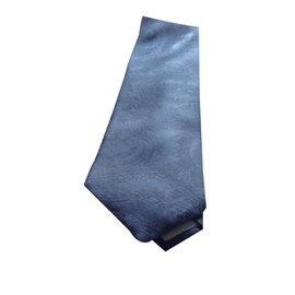 Revillon-Cravate-Bleu