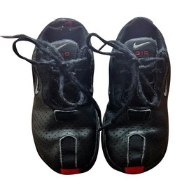 Nike-MAJIKA-Noir