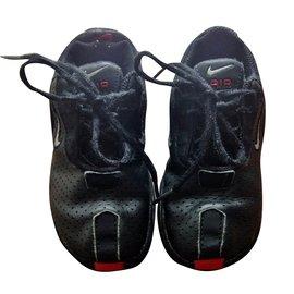 Nike-MAJIKA-Black