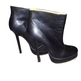 Yves Saint Laurent-Tribute Patent Short Boots-Noir