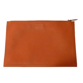 Givenchy-Pochette-Rouge