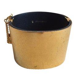 Céline-Minimal-Golden