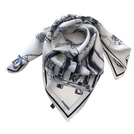 Chanel-FOULARD en soie-blanc cassé