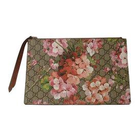 Gucci-Pochette GG Supreme Blooms-Beige