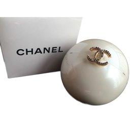 Chanel-Sacs à main-Beige,Autre