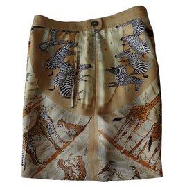 Hermès-short en soie imprimée comme un carré-Autre