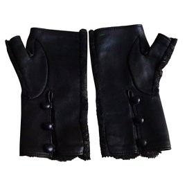 Chanel-Mittens-Black