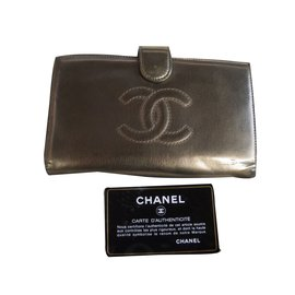 Chanel-Portefeuille-Gris