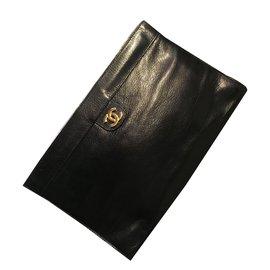 Chanel-Pochette Chanel en cuir-Noir,Bleu Marine