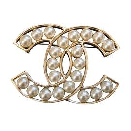 Chanel-Broche-Doré