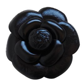 Chanel-Broche-Noir