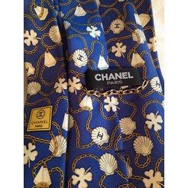 Chanel-Fond bleu décor chaînes coquillages sigles chanel-Bleu