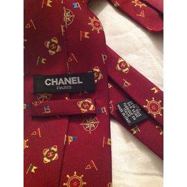 Chanel-Chanel fond Bordeaux motifs et siglé chanel-Bordeaux