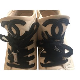 Chanel-Sneakers-Beige