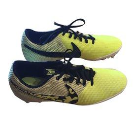 Nike-Sneakers-Yellow