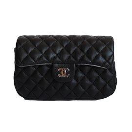 Chanel-Pochette-Noir