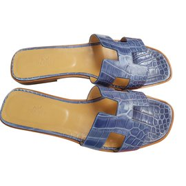 Hermès-Oran flat sandalsin crocodile-Blue
