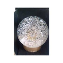 Chanel-Boule a neige-Doré