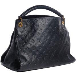 Louis Vuitton-Artsy-Noir