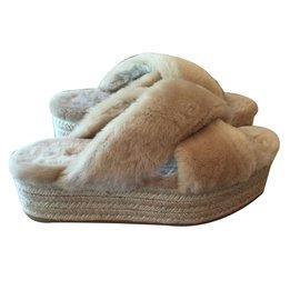 Miu Miu-Mules à plateforme en fourrure synthétique-Beige