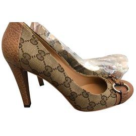 Gucci-Sandales-Beige