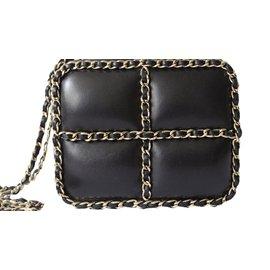 Chanel-Minaudière-Noir