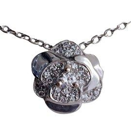 Chanel-Pendentif Camélia et sa chaine en or blanc et diamants-Métallisé