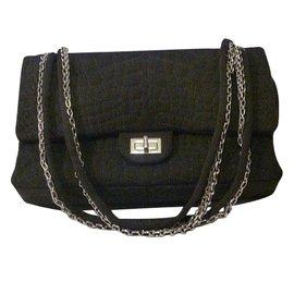 Chanel-Classic medium à rabat porté épaule-Noir