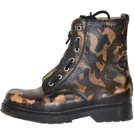 Pom d'Api-Boots-Brown