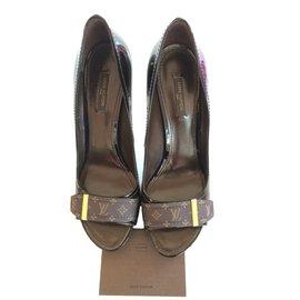 Louis Vuitton-Escarpins à bouts ouverts-Marron foncé