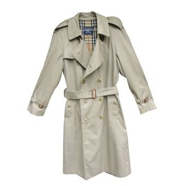 Burberry-trench-Beige