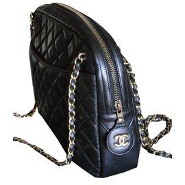 Chanel-CAMERA-Noir