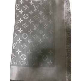 Foulards Louis Vuitton occasion - Joli Closet b0d426d8ec8