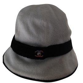 Chanel-Chapeau-Noir,Blanc