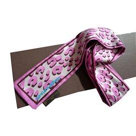 18cd4e8f50a4 Second hand Scarves - Joli Closet