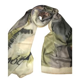 Burberry-Cashmere scarf-Cream