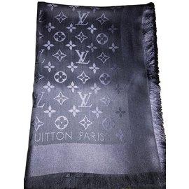 Second hand Louis Vuitton Women s accessories - Joli Closet 923fd2f5c22