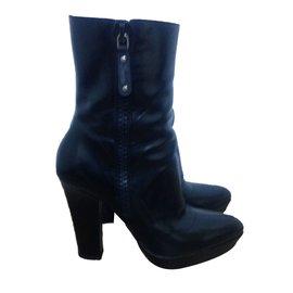 759fa273f2d9 Second hand Gucci Ankle boots - Joli Closet