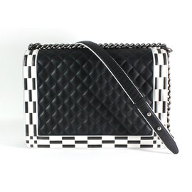 Chanel-Boy-Noir,Blanc