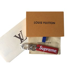Louis Vuitton-Porte-clés Louis Vuitton X Supreme Limited Edition 2017-Rouge