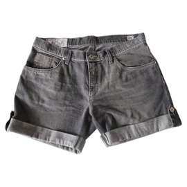 Burberry-Shorts-Grey