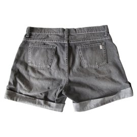 Burberry-Shorts-Grey
