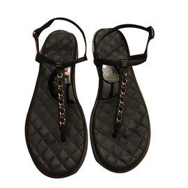 Chanel-sandale noir en cuir-Noir
