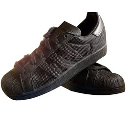 Adidas-superstar-Noir