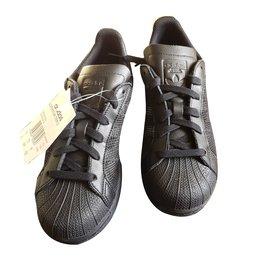 Adidas-Sneakers-Black