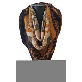 Hermès-Foulard Hermès en cachemire et soie Vintage-Multicolore