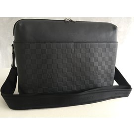Louis Vuitton-Sac business-gris anthracite